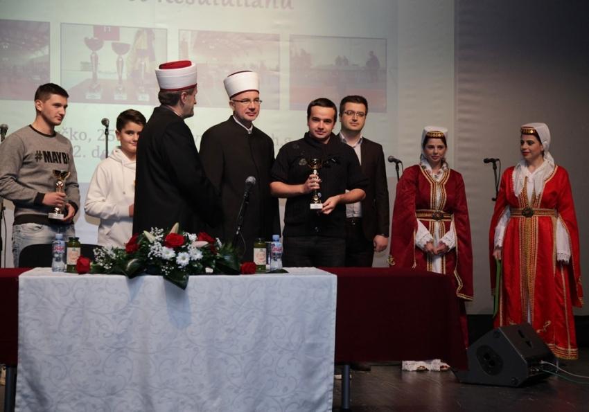 Tribina za mlade u Brčkom: Uzor nam je naš Poslanik a.s.