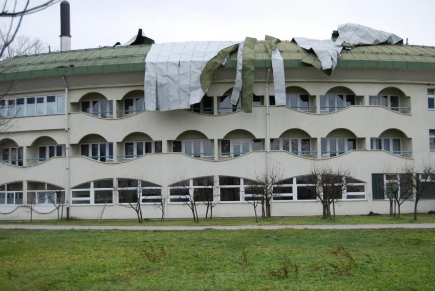Bihać: Velike štete na krovu zgrade Islamskog pedagoškog fakulteta