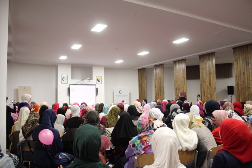 Druženje i predavanje za preko 200 žena na temu hidžaba