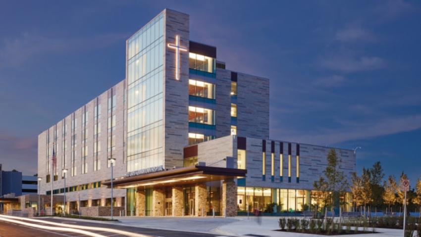Na svakoj administrativnoj zgradi mora biti postavljen križ