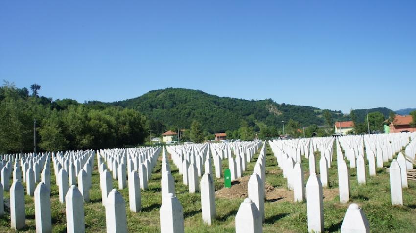 Historija pisana bijelim nišanima u Potočarima