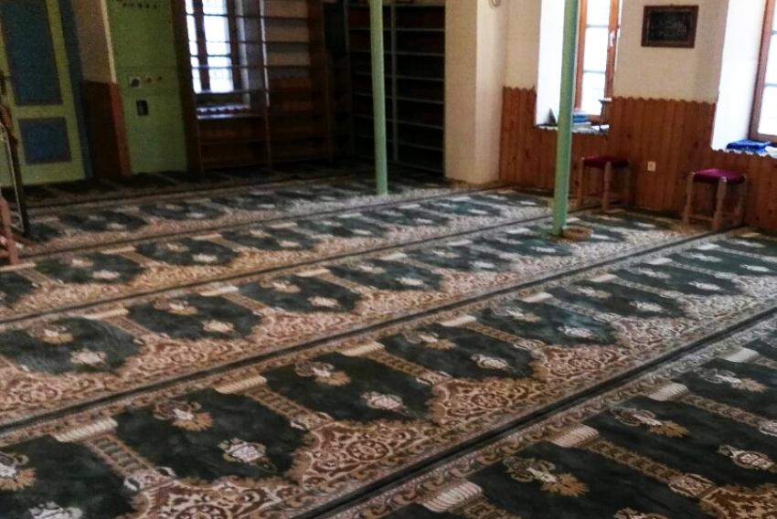 Lukačka džamija u Travniku dobila novu prostirku