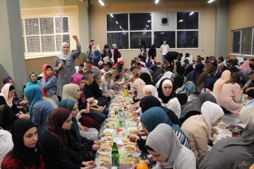 Veliki omladinski iftar u Olovu