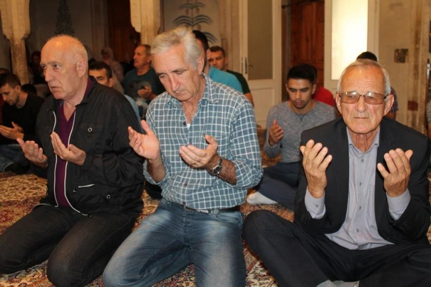 U Karađoz-begovoj džamiji proučena hatma dova pred duše Alije Izetbegovića i Hivzije Hasandedića
