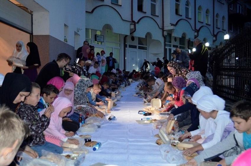 Više od stotinu djece na zajedničkom iftaru u Srebrenici