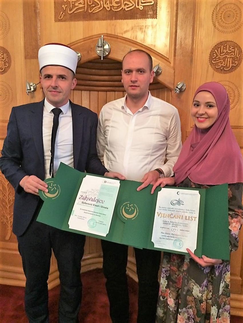 Od svadbenog poklona kupili nove tepihe za cijelu džamiju