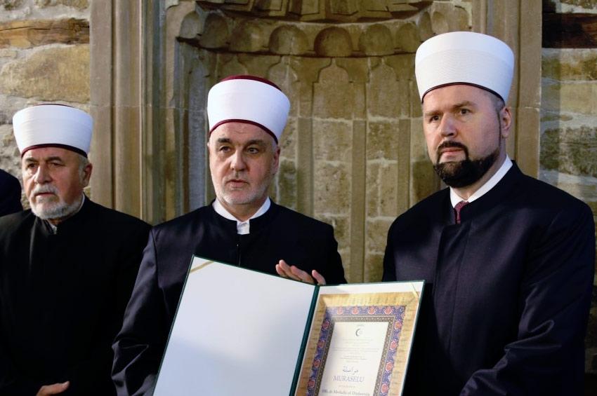 Reisu-l-ulema uručio muraselu novom zeničkom muftiji hfz. dr. Mevludin ef. Dizdareviću
