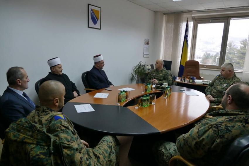 Posjeta delegacije Travničkog i Vojnog mutijstva kasarni Rajlovac