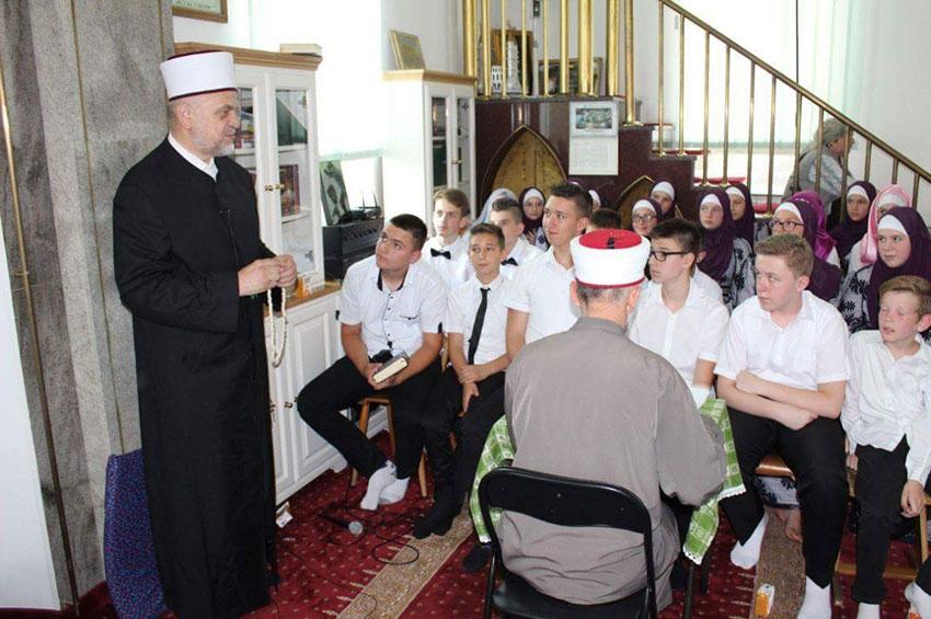 Krupa-Grad: Promovisana 24 svršenika vjerske pouke