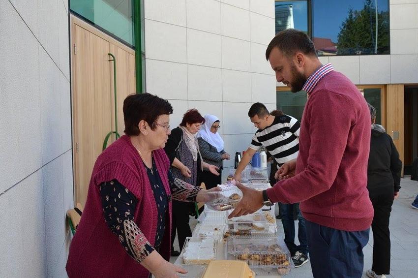 Udruženje žena Medžlisa IZ Livno: Prodaja kolača za školske sendviče