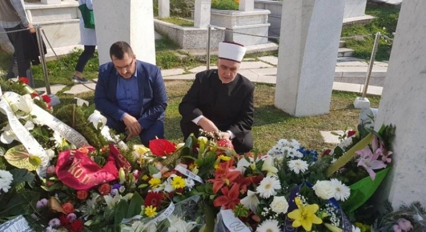 Reisu-l-ulema proučio Jasin na mezaru rahmetli predsjednika Alije Izetbegovića