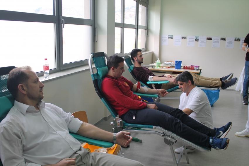 Mostar: Maturantska akcija darivanja krvi